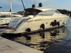 Pershing 64 Hard Top Yacht