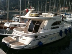 Sealine F 36 Flybridge Yacht