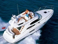 Sealine F36 Flybridge Yacht