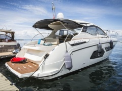 Azimut Atlantis 43 Hard Top Yacht