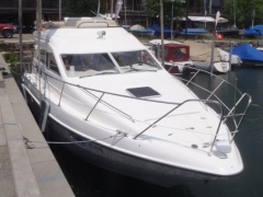 Sealine F33 Flybridge Yacht