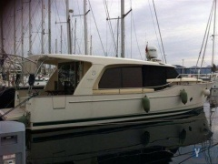 Greenline 40 Hard Top Yacht