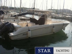 Boston Whaler 320 Outrage Cruiser Yacht