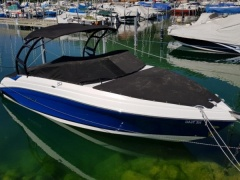 Rinker Q 5 Yacht a Motore