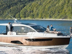 Sealine C 330 Flybridge Yacht