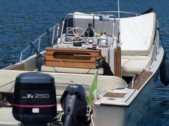 Boston Whaler OUTRAGE 25 Deck Boat