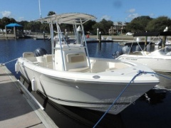 Cobia 217 Center Console Deck Boat