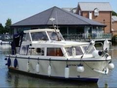 Discovery 850 Sport Boat