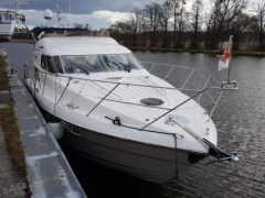 Fairline Squadron 43 Flybridge Yacht