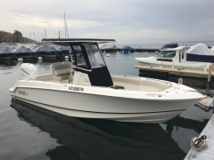 Boston Whaler 230 Outrage Deck Boat