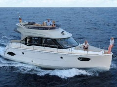 Bavaria E40 FLY NUOVO Flybridge Yacht