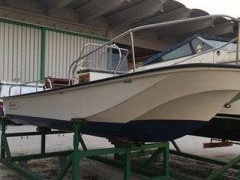 Boston Whaler Mountak 17 Deck Boat
