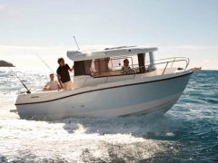 Quicksilver (Brunswick Marine) Captur 675 Pilothouse Pilotina