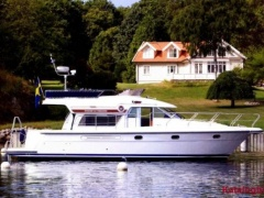 Storebro Commander 410 Flybridge Yacht