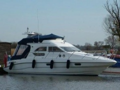 Sealine 330 Flybridge Yacht