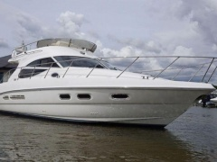 Sealine F 42,5 Flybridge Yacht