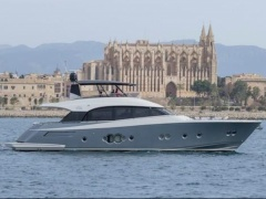 MCY 76 Yacht a Motore
