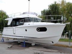 Bénéteau Swift Trawler 30 Flybridge Yacht