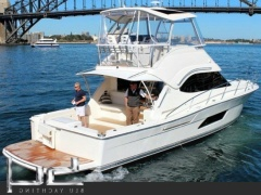 Riviera 43 Fly Flybridge Yacht