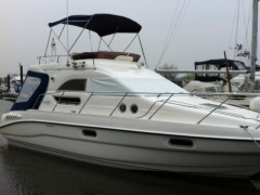 Sealine F 33 Flybridge Yacht