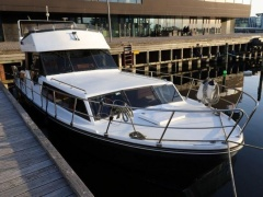 Birchwood 33 Fly Flybridge Yacht