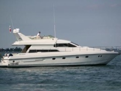 Mochi Craft 56 Flybridge Yacht
