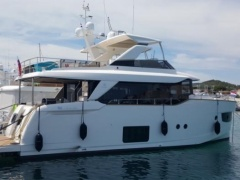 Absolute Navetta 58 Flybridge Yacht