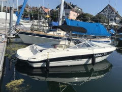 Stingray 225 CR Sport Boat