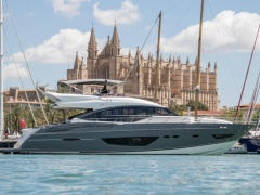 Princess S72 Flybridge Yacht