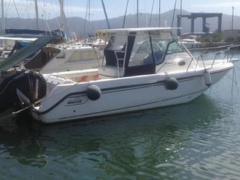 Boston Whaler OUTRAGE 28 Pilotina