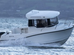 Quicksilver Pilothouse 555 Sport Boat