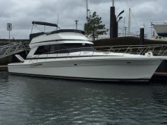 Riviera 48 Fly Flybridge Yacht
