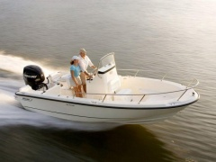 Boston Whaler 190 Outrage Deckboot