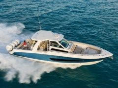 Boston Whaler 420 Outrage Cruiser Yacht