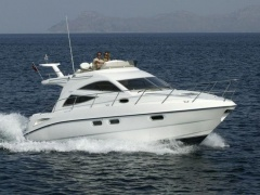 Sealine 34 F Flybridge Yacht