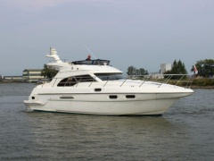 Sealine F43 Flybridge