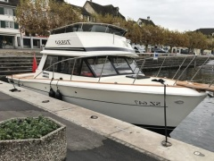 Trojan F29 Sport Sedan Flybridge Yacht