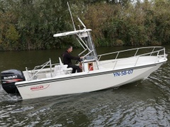 Boston Whaler Outrage 20 Deck-boat