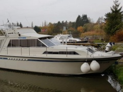 Broom Sedan 35 Flybridge Yacht