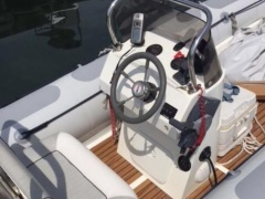 SCHLAUCHBOOT - VALIANT 520 T Canot pneumatique à coque rigide