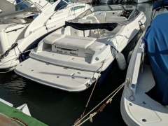 Regal 2650 Cuddy Yate de motor