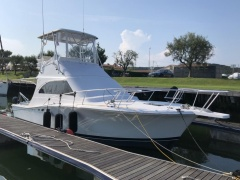 Luhrs convertible Flybridge Yacht