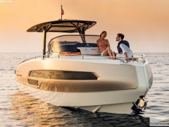 Invictus GT 320 Yacht a Motore
