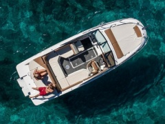 Sea Ray 230 SSE   %%%% Cuddy Cabin