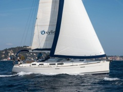 Dufour 425 Grand Large Sailing Yacht