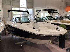 Sea Ray 210 SPXE Bowrider-vene