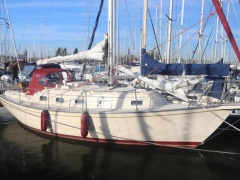 Island Packet 32 Cruising yacht