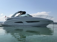 Regal 32 Express Sport Boat