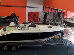 Eolo 730 HBS Barco com cabine