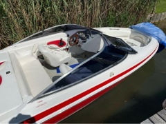 Chris Craft 19 Bowrider Yacht a Motore
